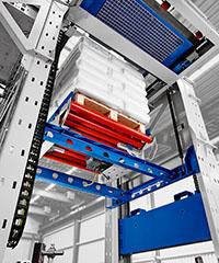 Der BEUMER paletpac erstellt exakte, stabile und damit platzsparende Sackstapel.