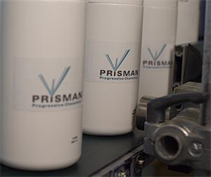 Chemische Produkte in Plastikflaschen werden bei Prisman mit Linx-Druckern gekennzeichnet