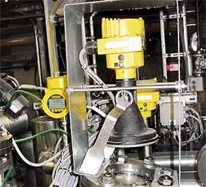 Berührungslos messende Radarsensoren mit 80 GHz erfasst den Füllstand durch das Schauglas hindurch.