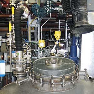 VEGA Radarsensoren messen den Füllstand auch durch ein Schauglas.