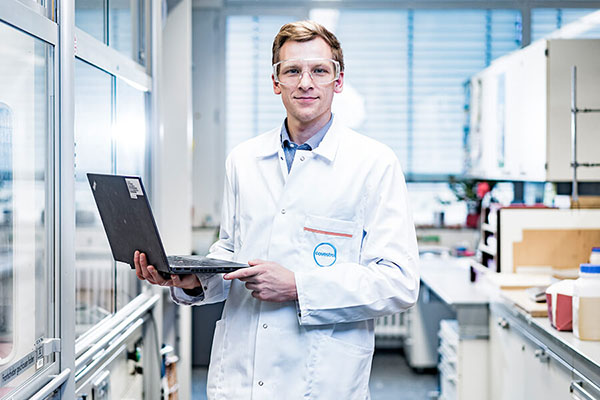 Bei Covestro arbeiten in F&E mehr als 20 Spezialisten aus Gebieten wie Computerchemie, Materialsimulation und Machine Learning zusammen.