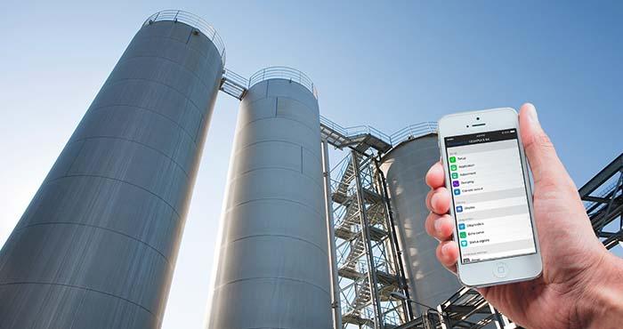 Das Anzeige- und Bedienmodul PLICSCOM ist ideal für den Einsatz in hohen Tanks und in schwer zugänglichen Bereichen
