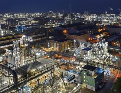 In rund 200 Produktionsanlagen werden am Standort Ludwigshafen viele Produkte für Kunden aus fast allen Branchen hergestellt