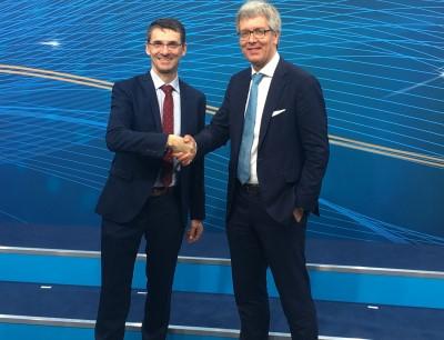 Staffelübergabe: Bernd Leukert (SAP) übergibt die Leitung des Lenkungskreises der Plattform Industrie 4.0 an Dr. Frank Melzer