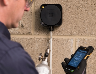 Der vernetzte Detektor interagiert mit Smartphones, um Aufgaben im Zusammenhang mit Installation, Wartung und Protokollierung zu vereinfachen und zu beschleunigen