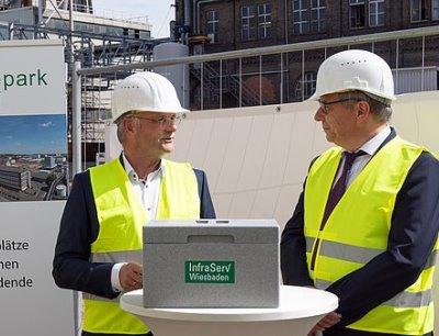Grundsteinlegung für das neue Gas- und Dampfturbinen-Kraftwerk im Industriepark Kalle-Albert
