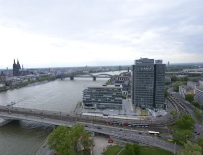 Seit dem 1. August 2013 steuert der Spezialchemie-Konzern Lanxess offiziell seine weltweiten Geschäfte vom Kölner Tower aus