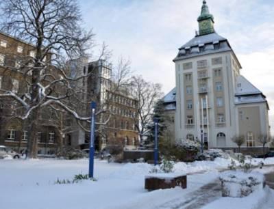 Pützer-Turm, ein Wahrzeichen der Merck-Konzernzentrale in Darmstadt