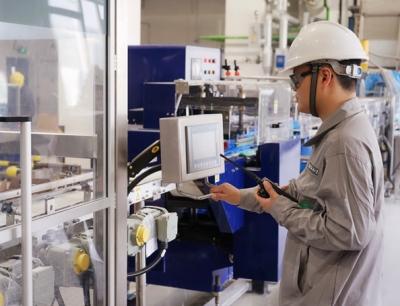 Der Münchner Chemiekonzern Wacker hat am Produktionsstandort Zhangjiagang, China, eine neue Produktionslinie für Siliconelastomere in Betrieb genommen