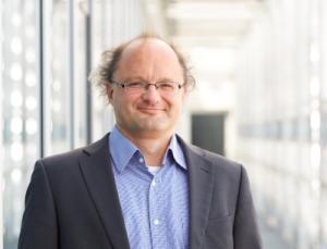 Prof. Dr. Peter Wasserscheid vom FAU-Lehrstuhl für Chemische Reaktionstechnik