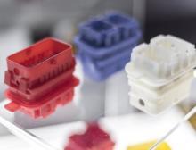 Photo-Resin X400M eignet sich für bruchfeste Teile – hier zum Beispiel nachträglich gefärbte elektrische Steckverbinder