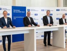 Vertreter des Unternehmens und der Arbeitnehmervertretungen der BASF SE unterzeichnen die neue Standortvereinbarung 2025