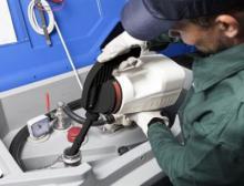 Die widerstandsfähigen, chemisch beständigen und UV-stabilisierten Behälter eignen sich besonders gut für Anwendungen mit Schmiermitteln