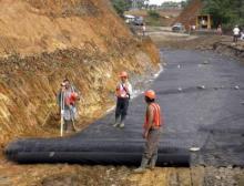 Die Lebensdauer der im Straßenbau eingesetzten Geotextilie wird durch Lichtschutzmittel der BASF verlängert