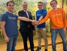 Sind jetzt Kooperationspartner - Hessen Chemie und Praktikumsjahr