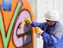 Dank der neuen Anti-Graffiti-Beschichtung von Wacker lassen sich Graffiti schnell und kostengünstig entfernen