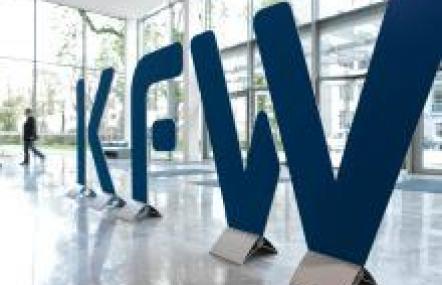 Das KfW-Sonderprogramm sieht vor, dass die KfW je nach Unternehmensgröße 80 beziehungsweise 90 Prozent des Kreditrisikos trägt